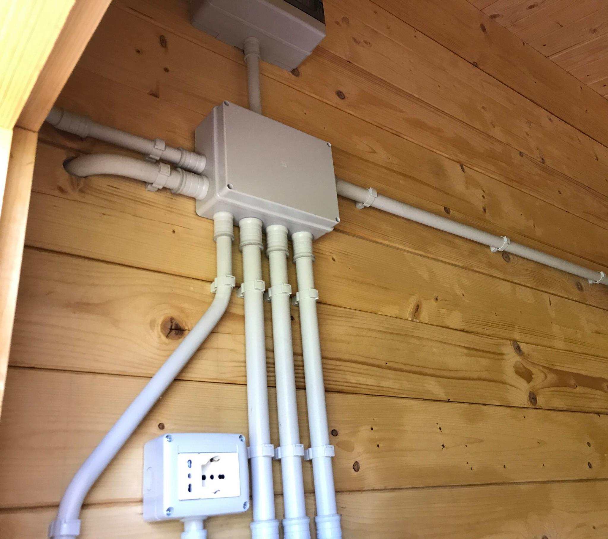 Artigianelettric impianto elettrico in una casetta di legno for Impianto elettrico casa in legno